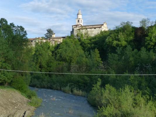 zicht op Spigno vanaf oude brug