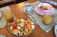 Veel fruit bij het ontbijt in Casa Joop